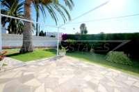 Villa de style rustique sur un grand terrain en bord de mer à Els Poblets - Terrasse