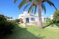 Villa de style rustique sur un grand terrain en bord de mer à Els Poblets - Jardin méditerranéen