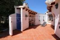 Villa mit Ausbaupotential und herrlichem Blick auf das azurblaue Mittelmeer am Monte Pego - Sommerküche