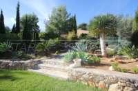 Villa mit Ausbaupotential und herrlichem Blick auf das azurblaue Mittelmeer am Monte Pego - Mediterrane Flora