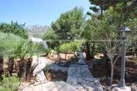 Villa mit Ausbaupotential und herrlichem Blick auf das azurblaue Mittelmeer am Monte Pego - Mediterraner Garten